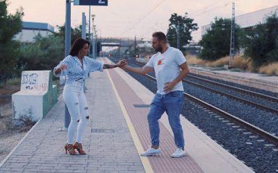 La estación del tren de Sax como promoción de una academia de baile
