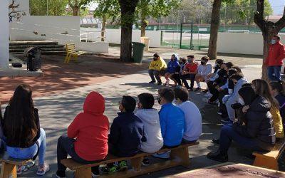 Presentación del proyecto solidario para fomentar la lectura, donde participan dos centros escolares de Sax